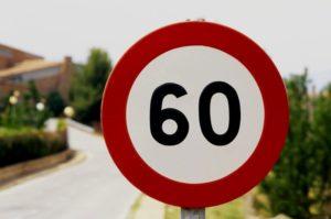 Знаки ограничения скорости 40, 60, 70 километров в час – сколько можно превышать?