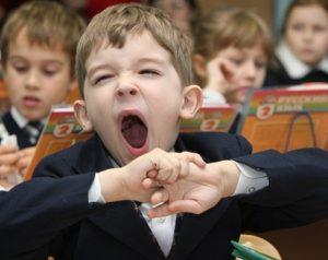 """На каком основании происходит отмена продленки в школе? ? <отмена продленки в школе>"""" width=""""300″ height=""""238″ class=""""alignleft size-medium"""" /></p><p>Группа Продленного Дня – три слова, которые вне сомнения, волнуют большинство работающих родителей. Почему для одних детей и родителей «продленка» — это действительно решение массы проблем, а для других – самая большая проблема периода младшей школы?</p><p>Давайте разберемся, как будут работать ГПД в 2019 году, и какой формат должна иметь «продленка» в условиях современной школы.</p><h3>Нужна ли «продленка»?</h3><p>Когда отзвенит первый звонок, в небо улетят разноцветные воздушные шары и первоклассники с радостью и трепетом переступят порог класса, начинаются школьные будни.</p><p> Уже 2 сентября новоиспеченные первоклашки должны сесть за парты, тогда как их родителей ждет стандартный рабочий день.</p><p> Рабочее время родителей не корректируется с учетом того, что кроха покинул такой удобный для всех и работающий до 18-19 часов детский сад и пошел в школу, где 4 урока закачиваются еще до 12 часов дня.</p><p>Как выйти из ситуации?</p><ul><li>привлечь к воспитанию малыша бабушек и дедушек;</li><li>нанять няню;</li><li>оформить ребенка в группу продленного дня.</li></ul><p>Третий вариант – оптимальное решение и не только из финансовых соображений. Находясь в стенах школы после уроков, дети получают возможность:</p><ul><li>ближе познакомиться и подружиться с одноклассниками;</li><li>принимать активное участие в различных мероприятиях на уровне класса и школы;</li><li>посещать кружки и секции;</li><li>дополнительно заниматься с учителями;</li><li>провести свободное время с пользой, познавая мир и играя в увлекательные игры.</li></ul><div class='percentPointerClass'><div id="""