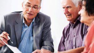 Юридическая консультация для пенсионеров: кто на нее может рассчитывать и как ее получить?