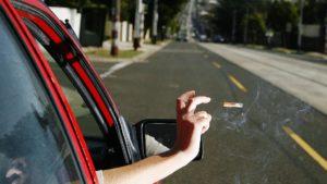 Новый штраф и запрет выбрасывать окурки из машины — правда или нет?