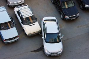 Что делать, если задели машину во дворе?